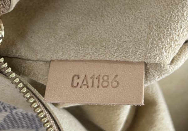 Louis Vuitton Azur Artsy MM label