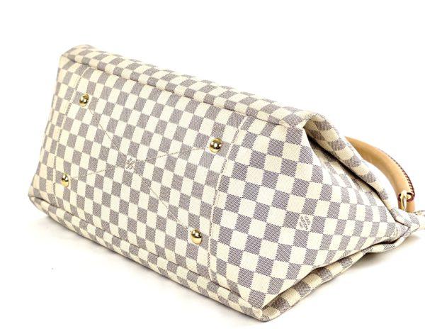 Louis Vuitton Azur Artsy MM bottom